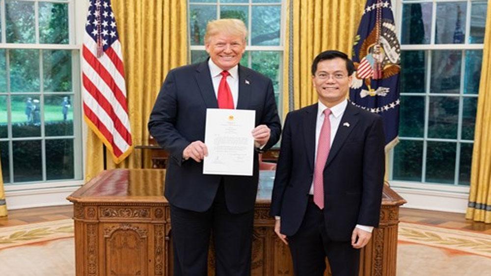 Đại sứ Hà Kim Ngọc trình Quốc thư lên Tổng thống Donald Trump
